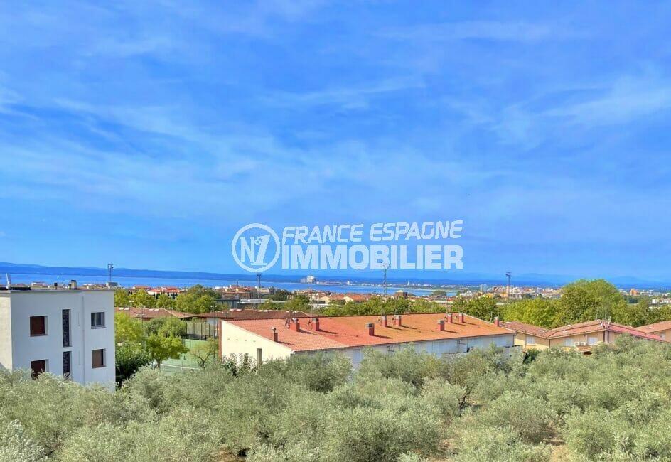 vente appartement rosas, 2 chambres 66 m², vue de la terrasse sur la mer et les montagnes