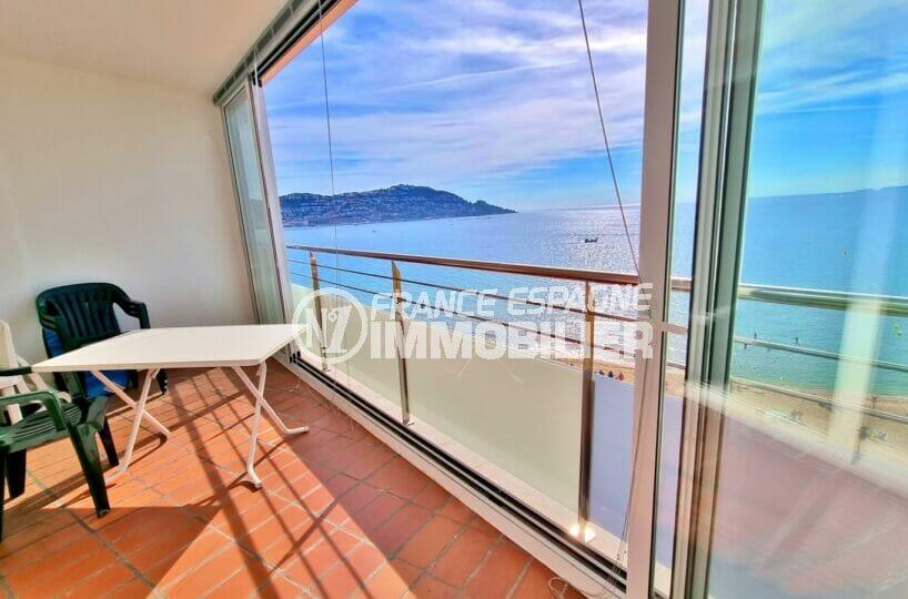vente appartement rosas, 2 chambres 63 m², belle terrasse veranda vue sur la baie de roses