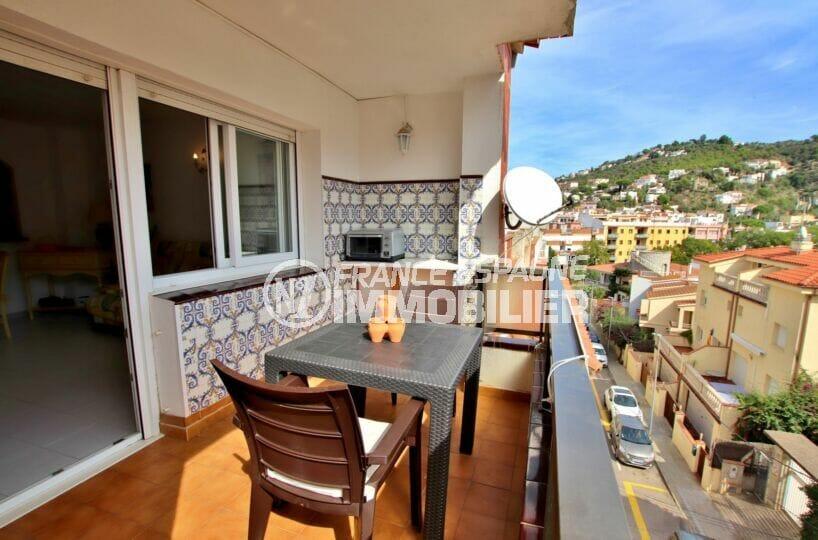 appartements a vendre a rosas, 2 pièces 50 m², salon donnant sur terrasse, table et chaises