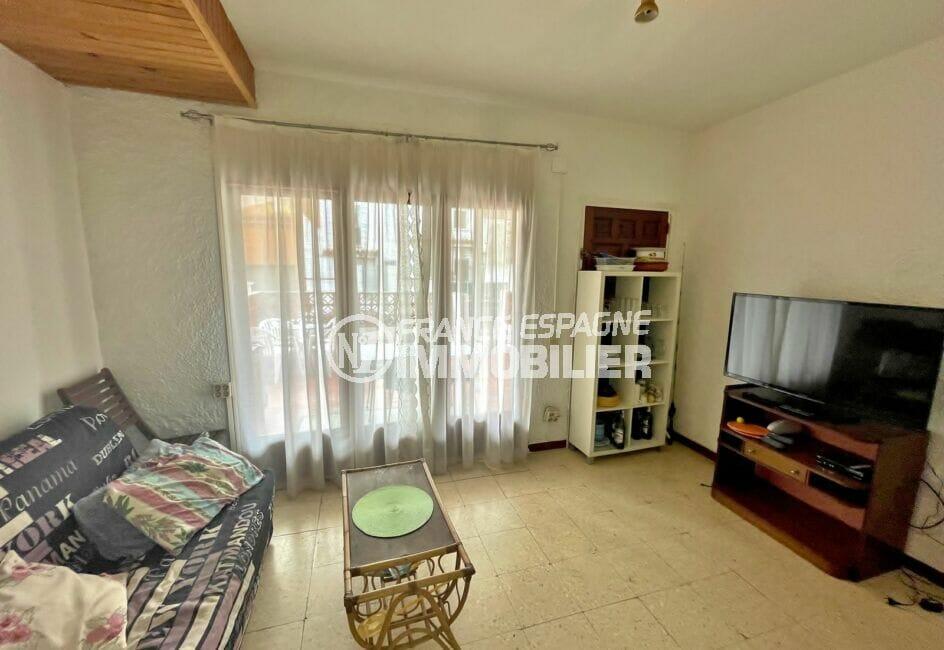 maison a vendre empuriabrava, 2 chambres 76 m², salon avec accès à la terrasse
