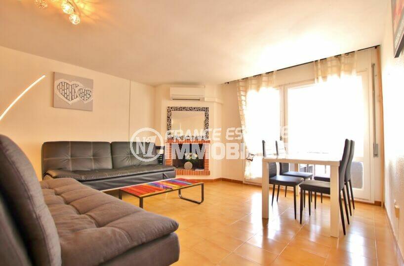 achat appartement costa brava, 2 pièces 49 m², salon avec cheminée et climatisation