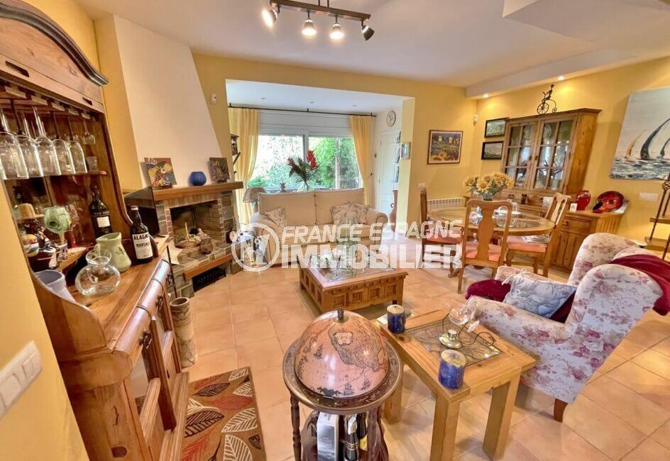achat immobilier costa brava: villa 3 chambres 113 m², salon/salle à manger avec cheminée