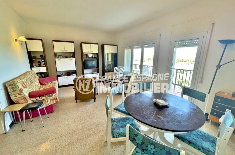 achat appartement rosas, 2 chambres 66 m², salon / salle à manger avec accès à la terrasse
