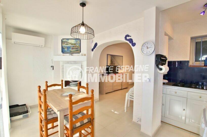 achat maison empuriabrava, 2 chambres 52 m², séparation du salon et de la salle à manger par une voûte