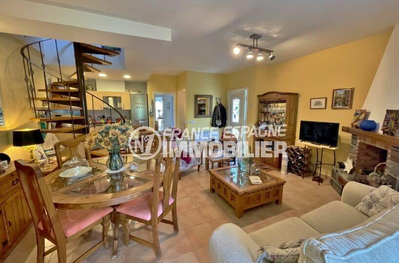 achat immobilier espagne costa brava: villa 3 chambres 113 m², cuisine ouverte sur le salon / salle à manger