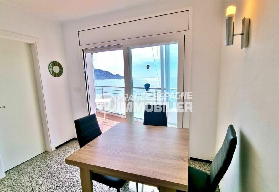 appartement à vendre rosas, 2 chambres 63 m², séjour avec superve vue sur la baie de roses