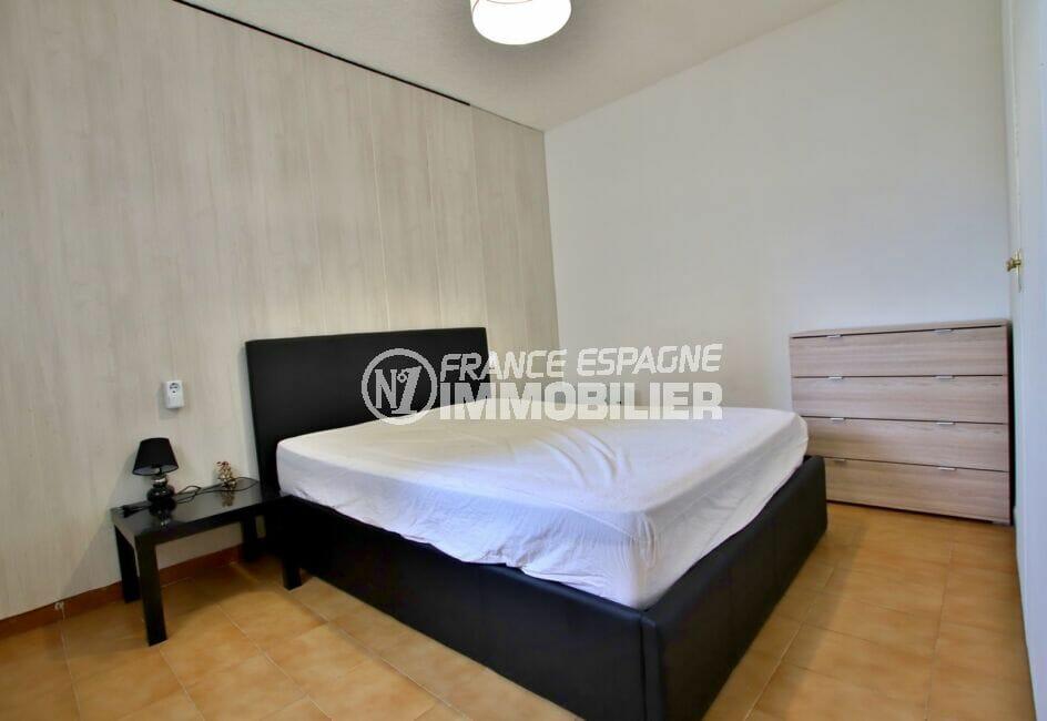 acheter appartement rosas, 2 pièces 49 m², chambre à coucher avec lit double et armoire encastrée