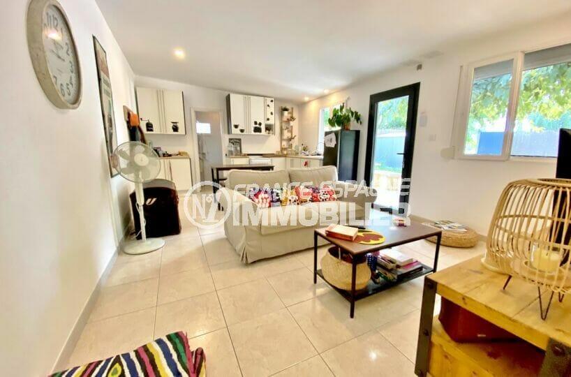 achat maison roses espagne, 80 m² sur terrain 390 m², salon / séjour avec cuisine ouverte