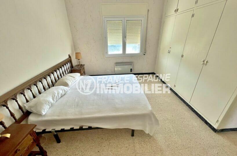appartement à vendre rosas, 2 chambres 66 m², chambre avec lit double et penderie encastrée