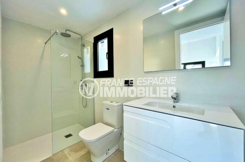 achat maison empuriabrava, 2 chambres 79 m², salle d'eau avec douche et wc