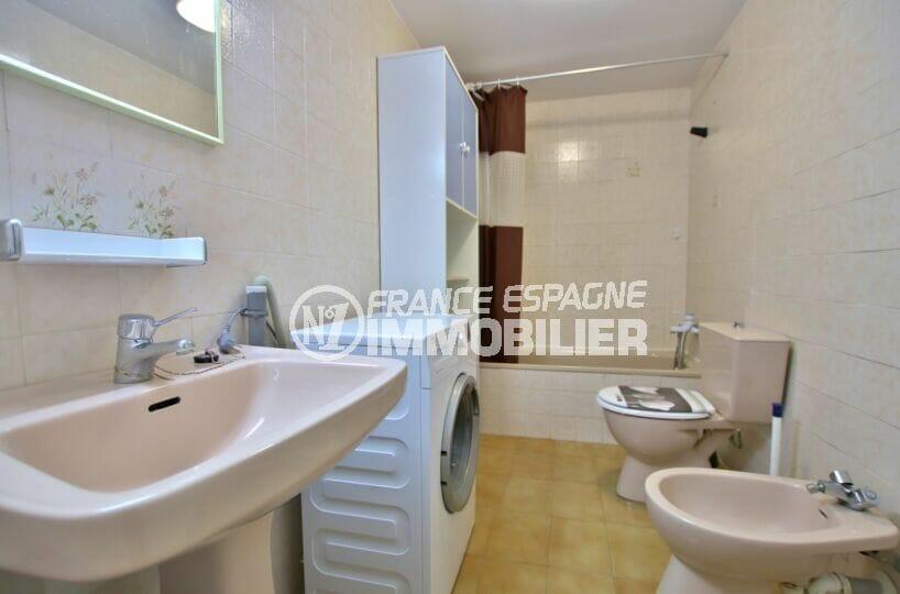appartement a vendre a rosas, 2 pièces 49 m², salle de bain avec baignoire et wc, branchement lave-linge