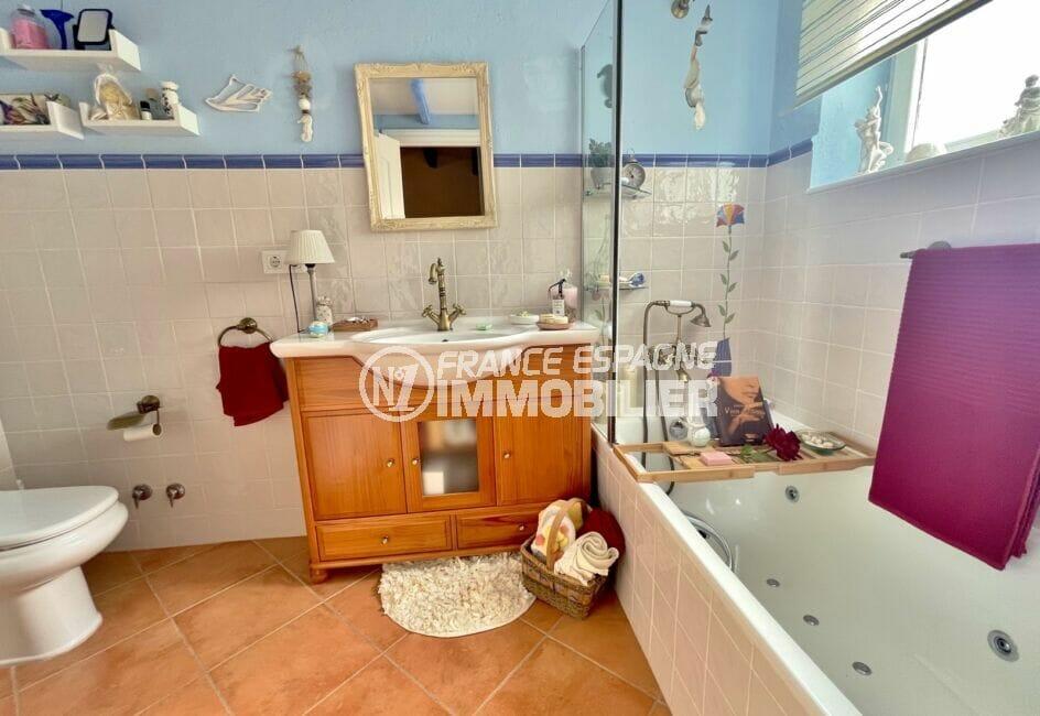 la costa brava: villa 3 chambres 113 m², salle de bain avec baignoire et wc