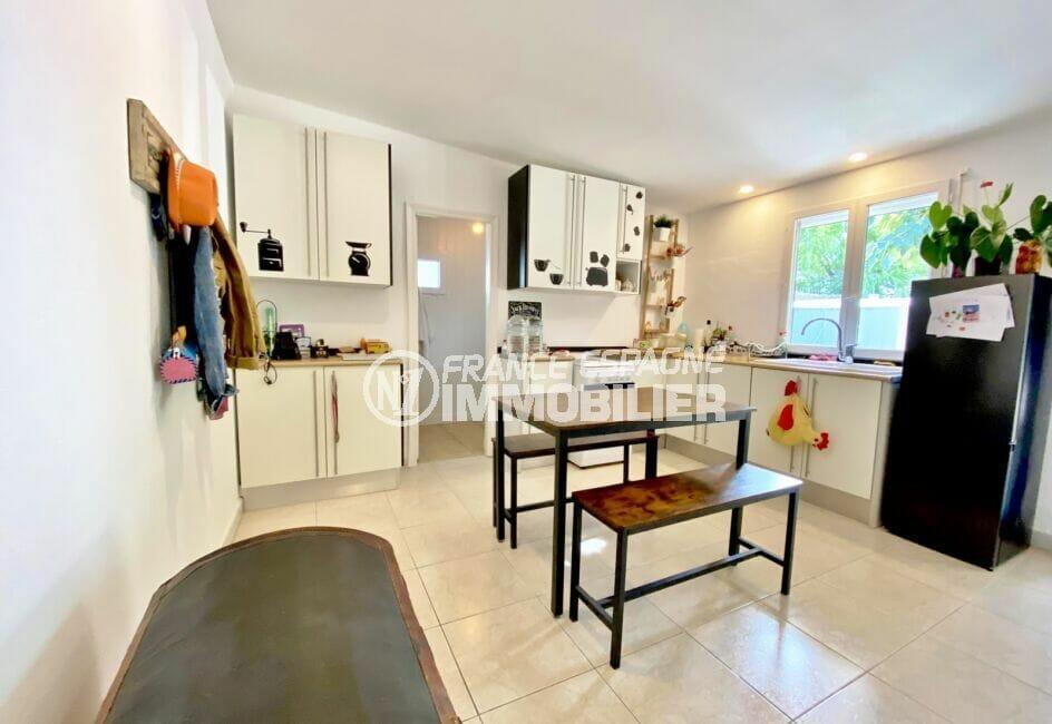 achat roses espagne: villa 80 m² sur terrain 390 m², cuisine ouverte aménagée et équipée