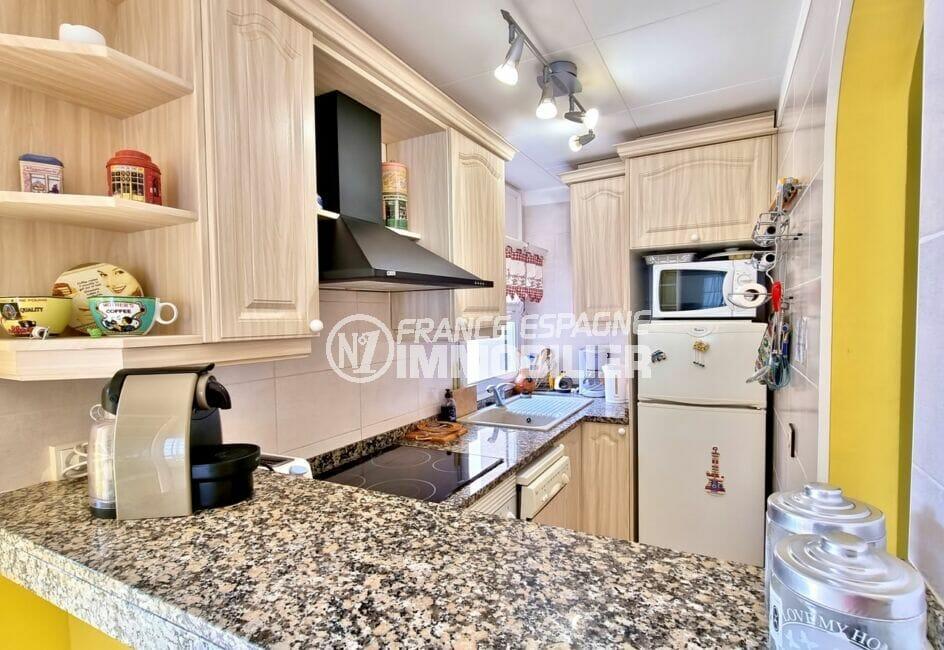 acheter appartement rosas, 2 chambres 84 m², cuisine américiane aménagée et équipée