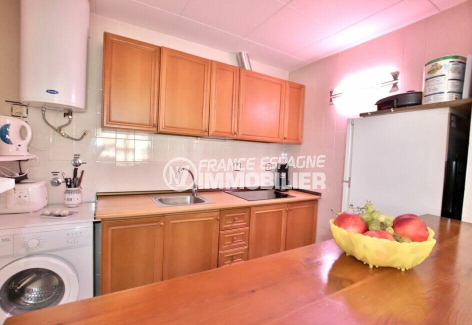 appartement à vendre à rosas espagne, 2 pièces 50 m², cuisine équipée de plaques, rangements, lave-linge