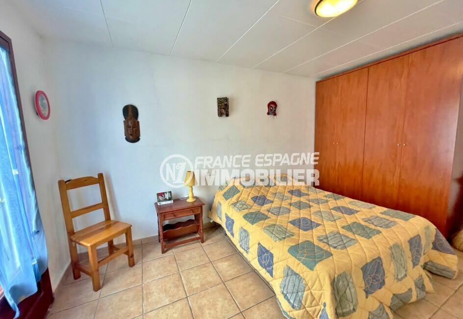 achat maison empuriabrava, 3 chambres 46 m², 2° chambre avec lit simple et grande armoire