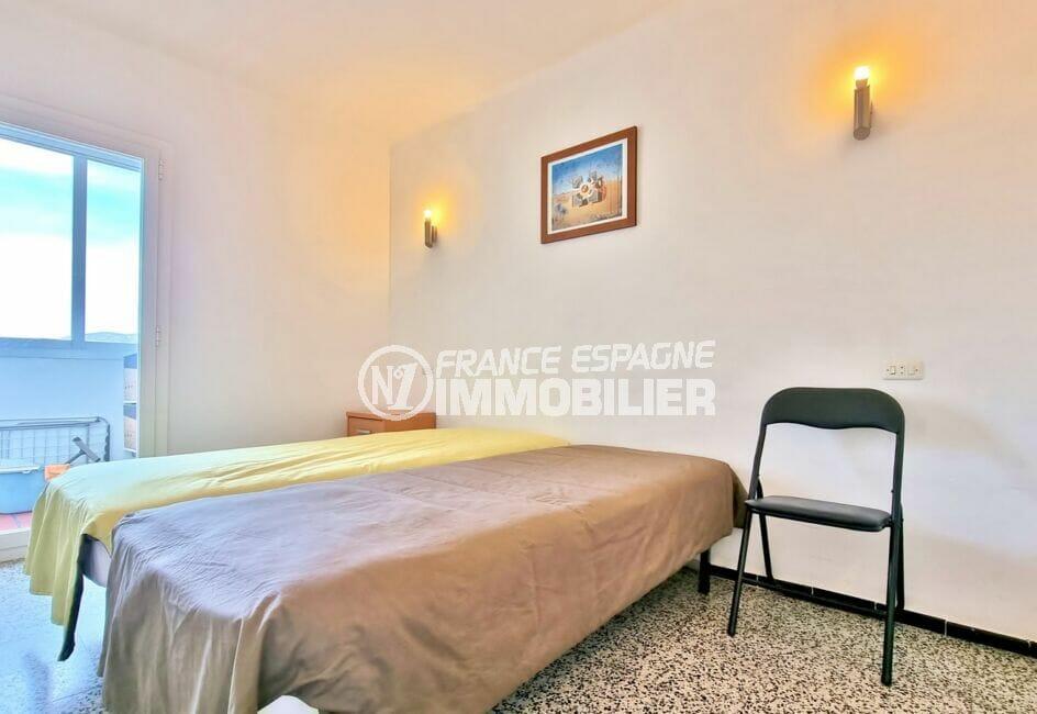roses immobilier: appartement 2 chambres 63 m², 1° chambre avec accès veranda, lit double