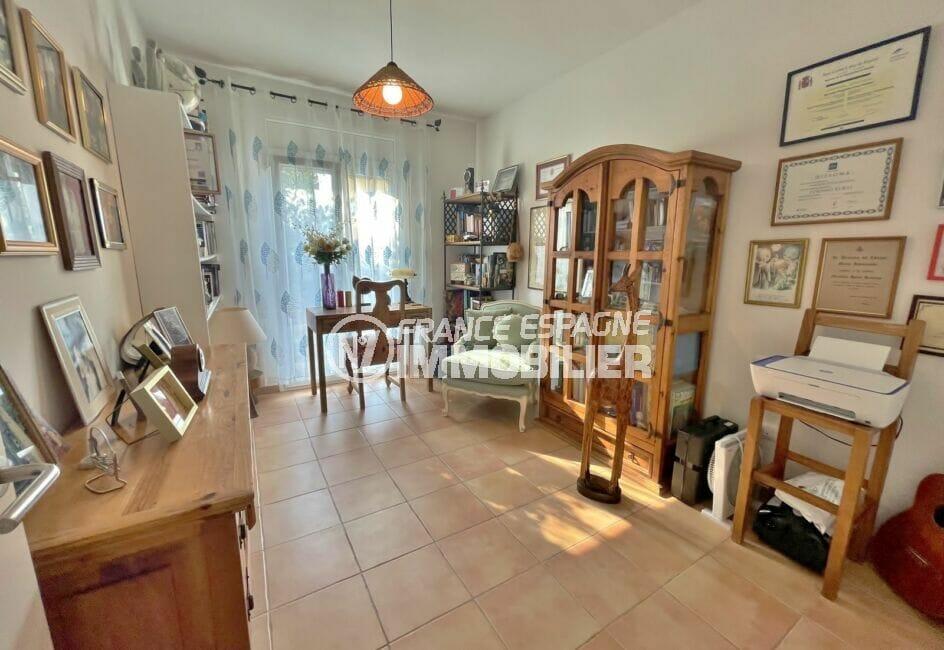 acheter maison costa brava, 3 chambres 113 m², pièce lumineuse aménagée en bureau