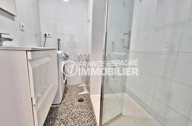 appartement rosas à vendre, 2 chambres 63 m², salle d'eau avec douche, branchement lave-linge