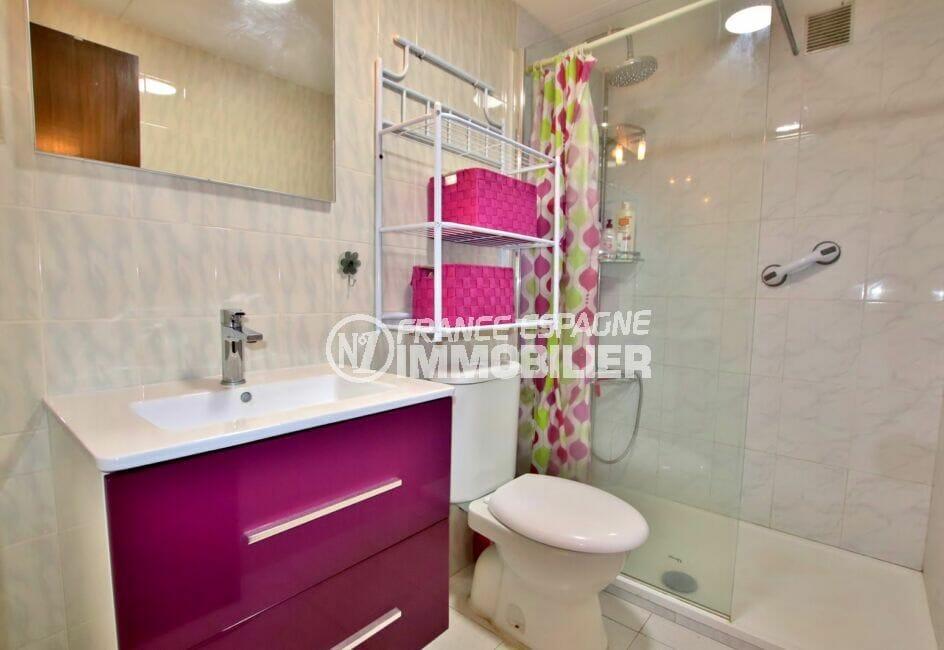 immo center rosas: appartement 2 pièces 50 m², salle d'eau avec douche et wc, grande vasque