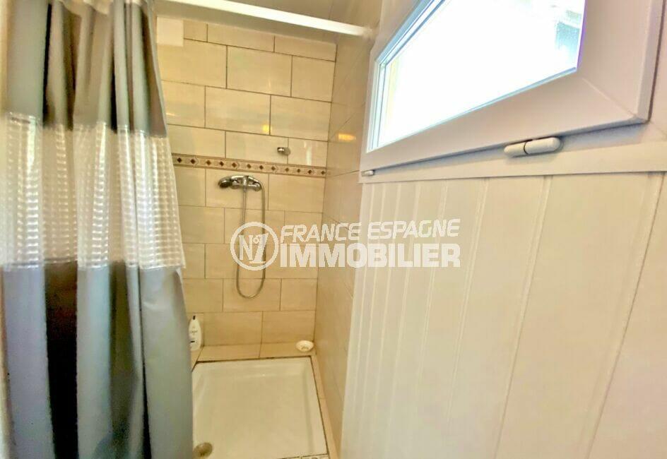 maison roses, 80 m² sur terrain 390 m², salle d'eau avec douche