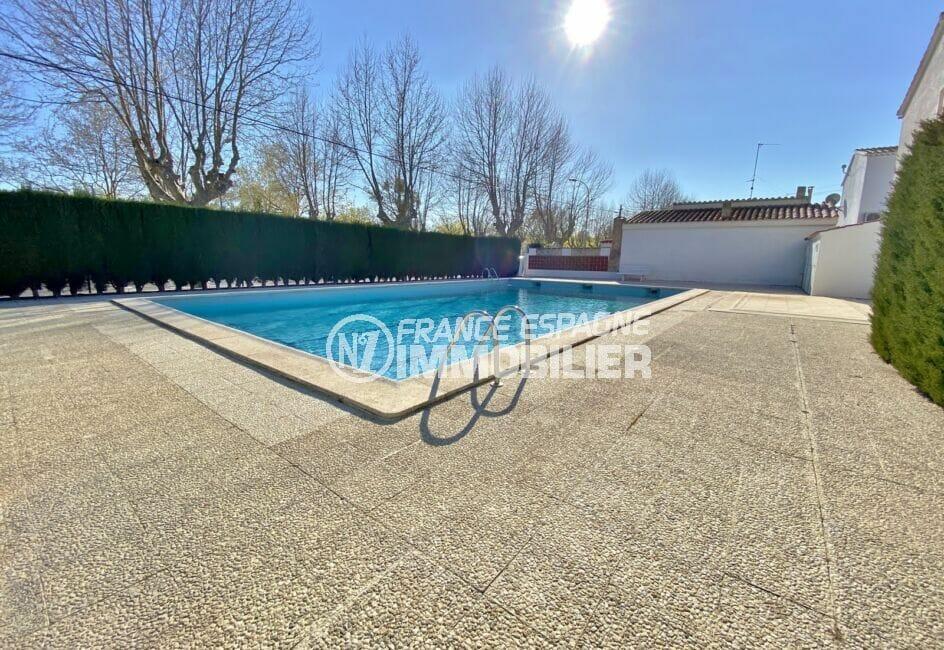 vente empuriabrava: villa 2 chambres 79 m², piscine communautaire, cloture muret de haies