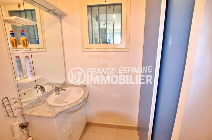 immobilier espagne bord de mer: villa 2 chambres 52 m², 2° chambre avec lavabo et placard