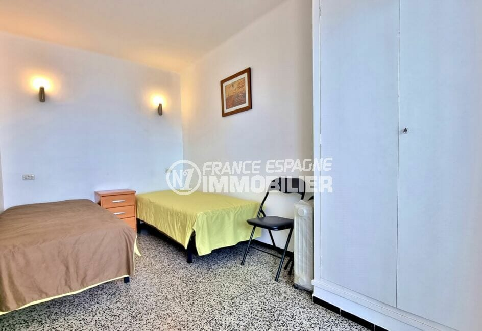 santa margarita: appartement 2 chambres 63 m², 2° chambre avec 2 lits simple, armoire encastrée