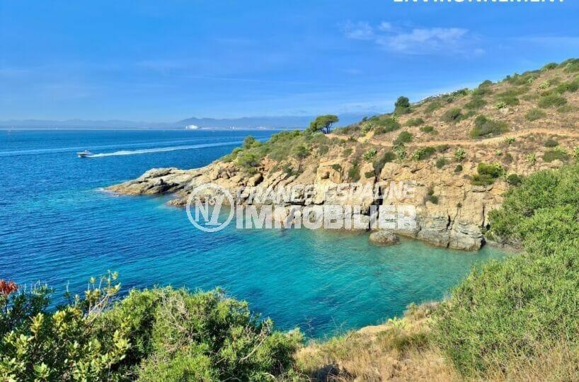 une des dizaines de criques et petites plages de la costa brava autour de roses