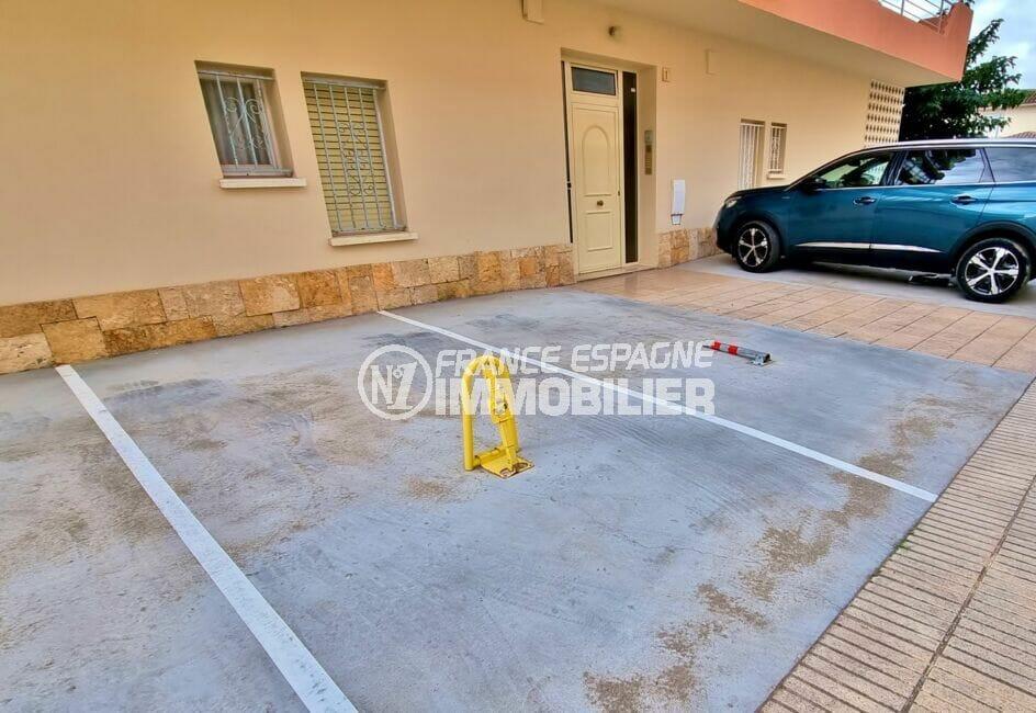 appartement a vendre roses, 2 chambres 84 m², résidence avec parking privé