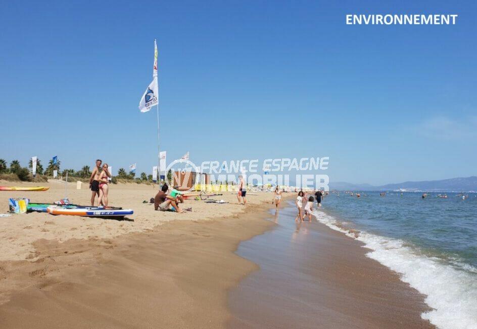 la plage ensoleillée de vilacolum avec son savle fin et ses eaux turquoises