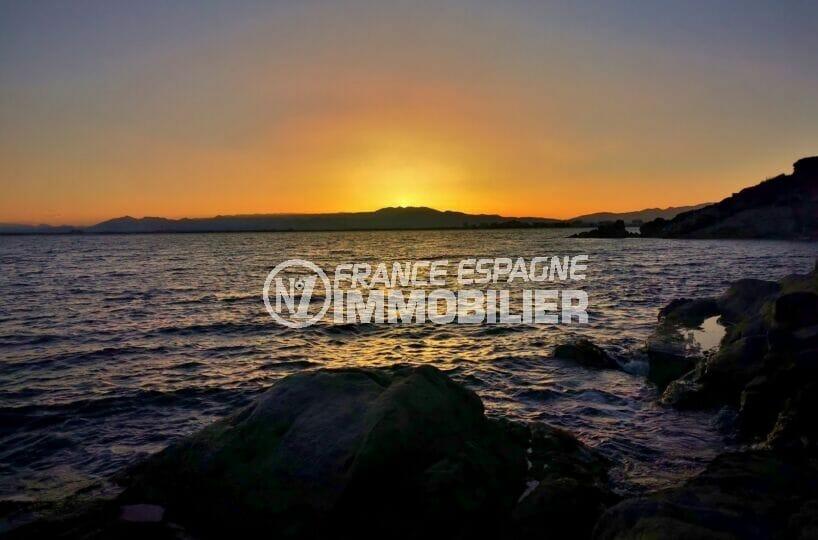 soirée sur la plage de roses pour profiter de ce somptueux coucher de soleil